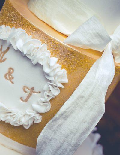 gold wedding cakes suusex